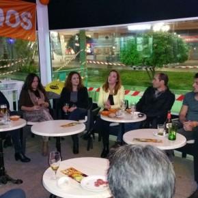 Una treintena de afiliados asisten a la charla sobre el papel de la mujer en la política convocada por la Agrupación de Torremolinos