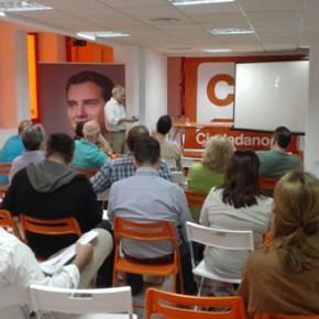 Alejandro Carballo acude al encuentro entre vecinos y empresarios de la Agrupación Centro