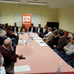 Juan Marín trasladará al Parlamento andaluz las demandas del sector empresarial de Nerja