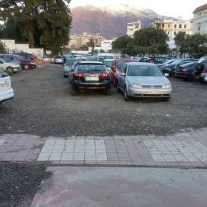 Ciudadanos Estepona reclama el acondicionamiento como parking de la parcela del Gran Bulevar