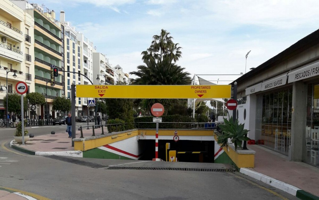 parking paseo maritimo Estepona