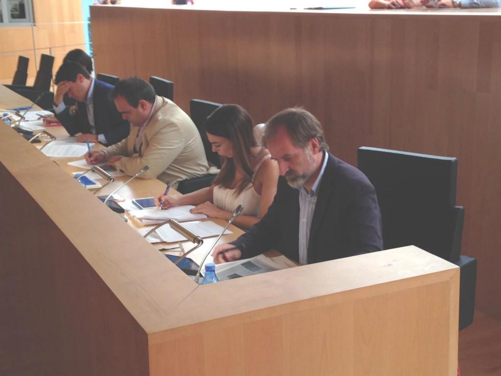 Teresa-Pardo-y-Gonzalo-Sichar-en-el-pleno-de-la-Diputación-1024x768