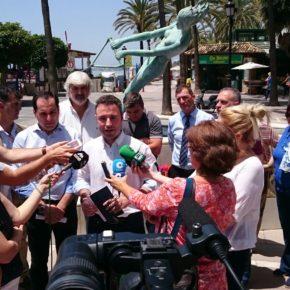 Guillermo Díaz defiende en Marbella soluciones definitivas para las playas y llama a la responsabilidad para no manchar la imagen de la ciudad