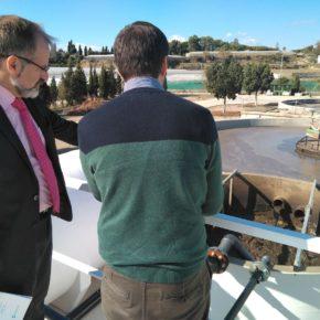 Gonzalo Sichar visita la depuradora que investiga el riego de tropicales con aguas residuales regeneradas