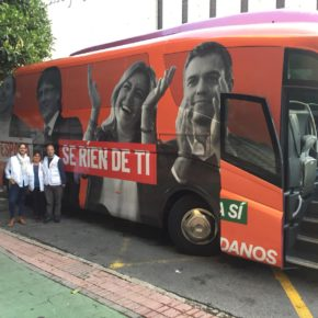 El bus de Ciudadanos con la imagen de Junqueras, Puigdemont, Díaz y Sánchez llega a la provincia de Málaga